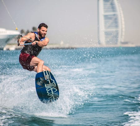 Wakeboarding in Dubai Flat 20% off