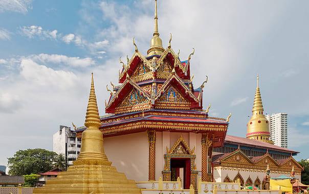 1463650390_710px-penang_malaysia_wat-chaiya-mangkalaram-temple-01.jpg