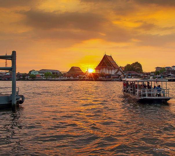 Bangkok Sightseeing by Boat, Ferry and Tuk-tuk