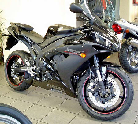 Rent a Yamaha Yzf R15 in Mumbai