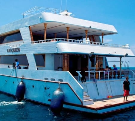 Diving and Cruise in Handhufalhi Safari Boat