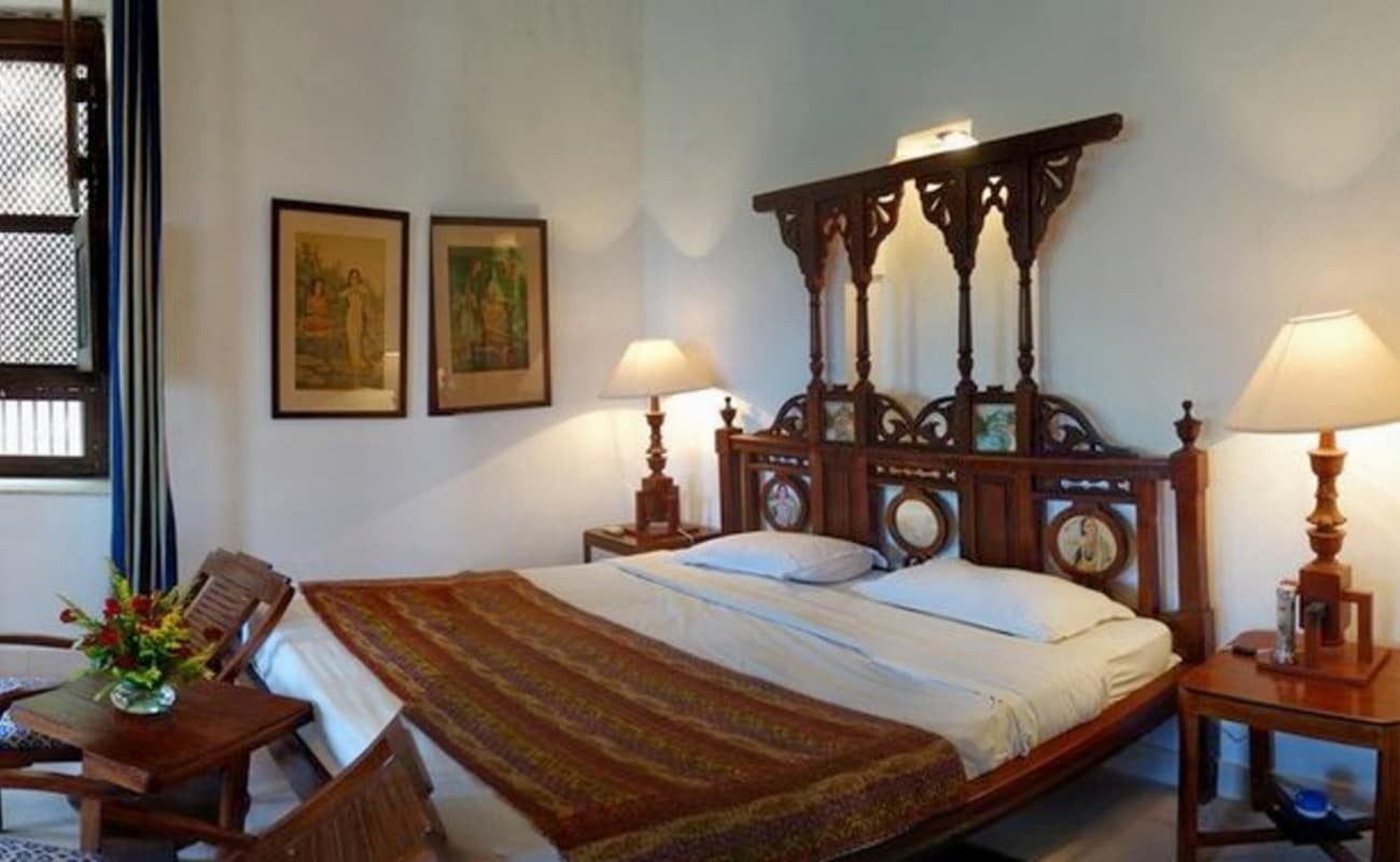 Luxury stay at neemrana fort palace thrillophilia for Luxury stays