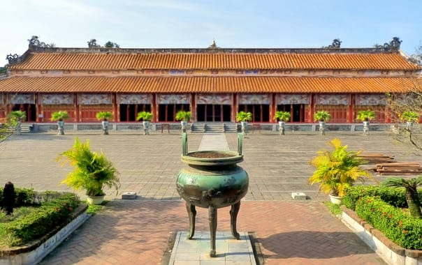1467736228_the_courtyard_-_the_mieu_temple.jpg
