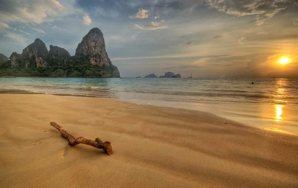 1463492439_sea_shore.jpg