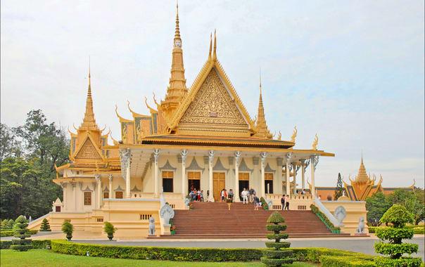 1462441938_le_palais_royal_(phnom_penh)_(6997773481).jpg
