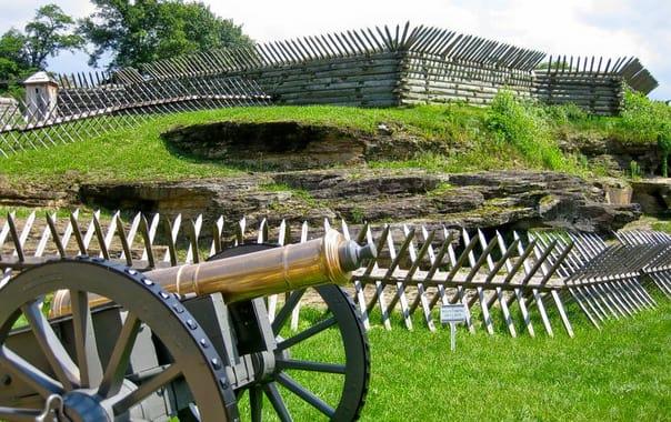 1484035821_fort-ligonier-cannon.jpg