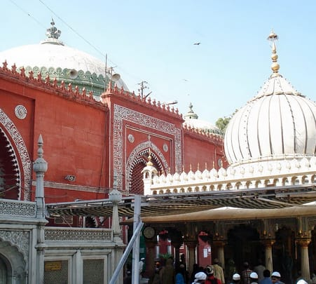 A Walk in the Hazrat Nizamuddin Dargah