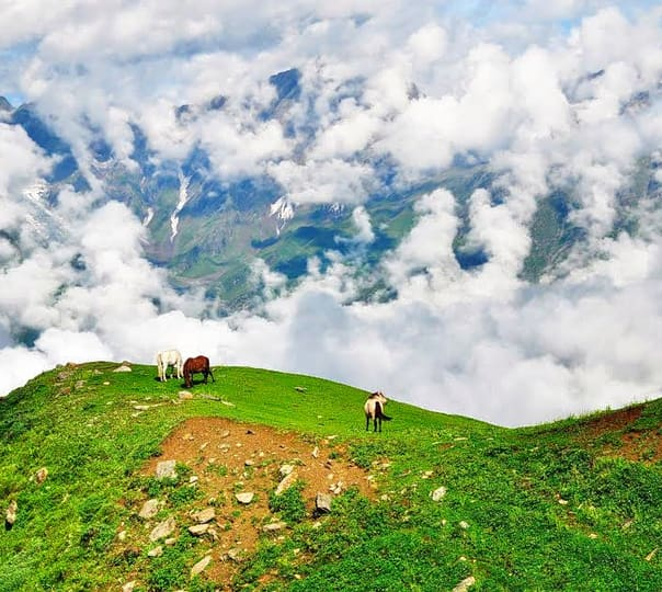 Saurkundi Pass Trek