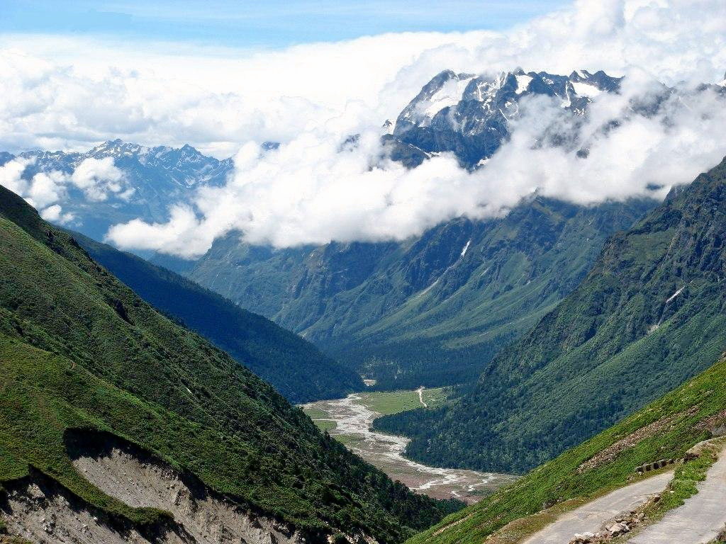 1513347848_yumthang_valley_2c_lachung_sikkim_india_2012.jpg