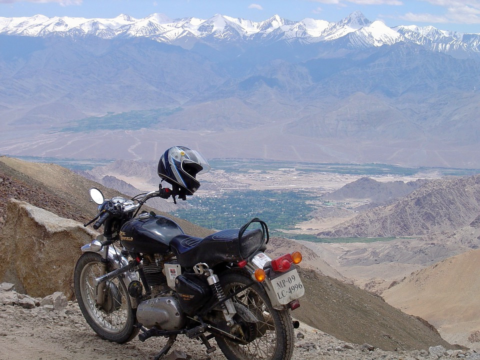 1487072597_highest-motorable-road-1458343_960_720.jpg