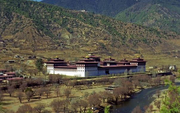 Tashichoedzong-bhutan-2001.jpg