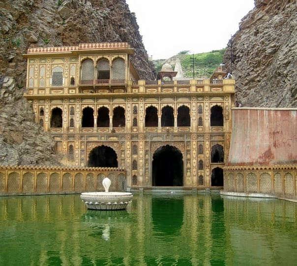 Private Half Day Tour of Galtaji Temple in Jaipur