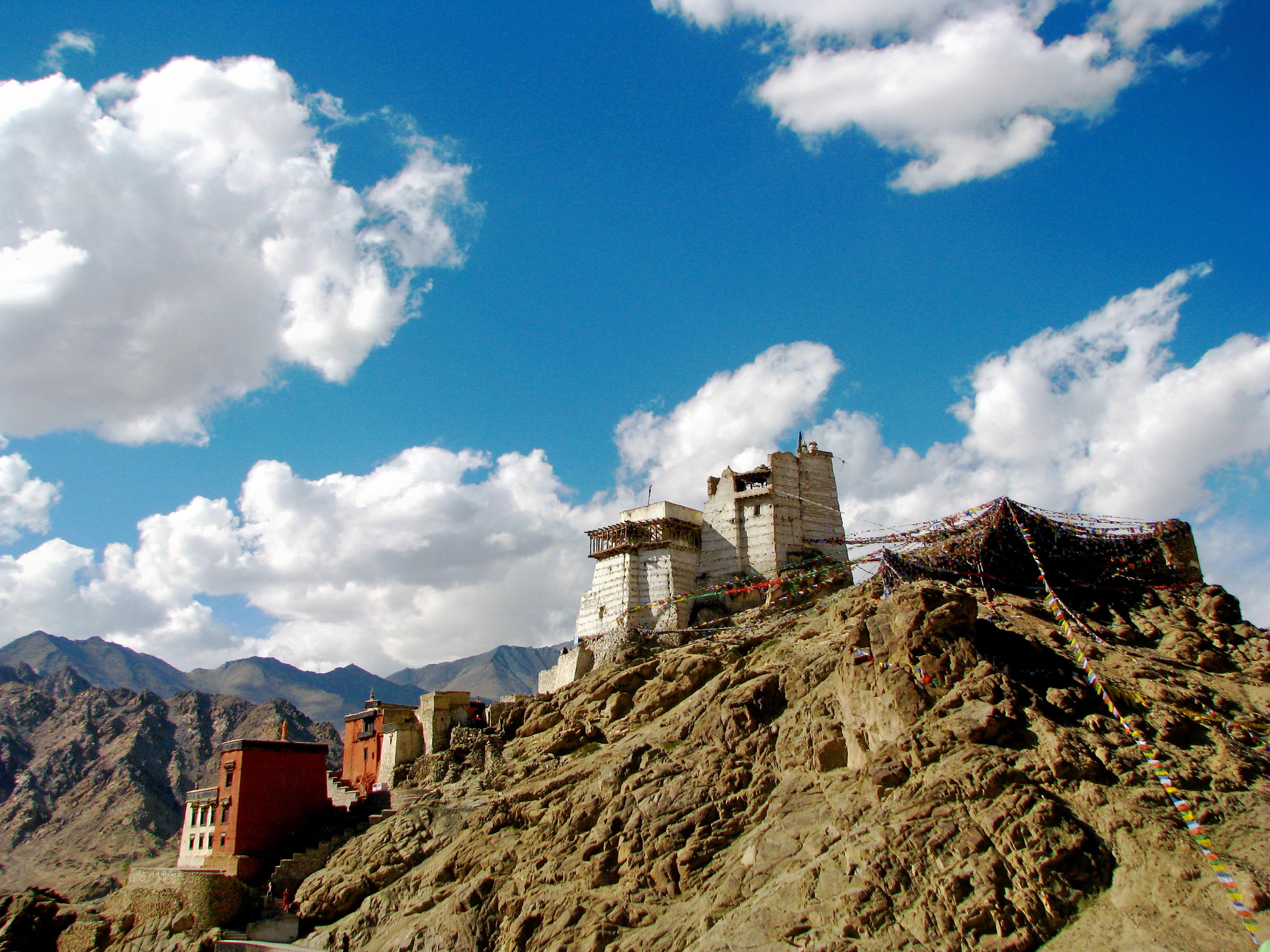 1519613072_india_-_ladakh_-_leh_-_039_-_old_fort_above_leh__283909792138_29.jpg
