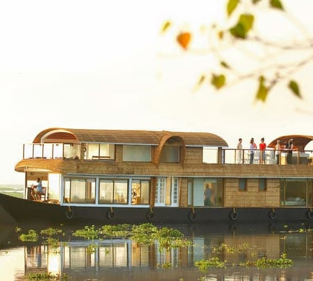 Luxury Houseboat Experience in Kochi