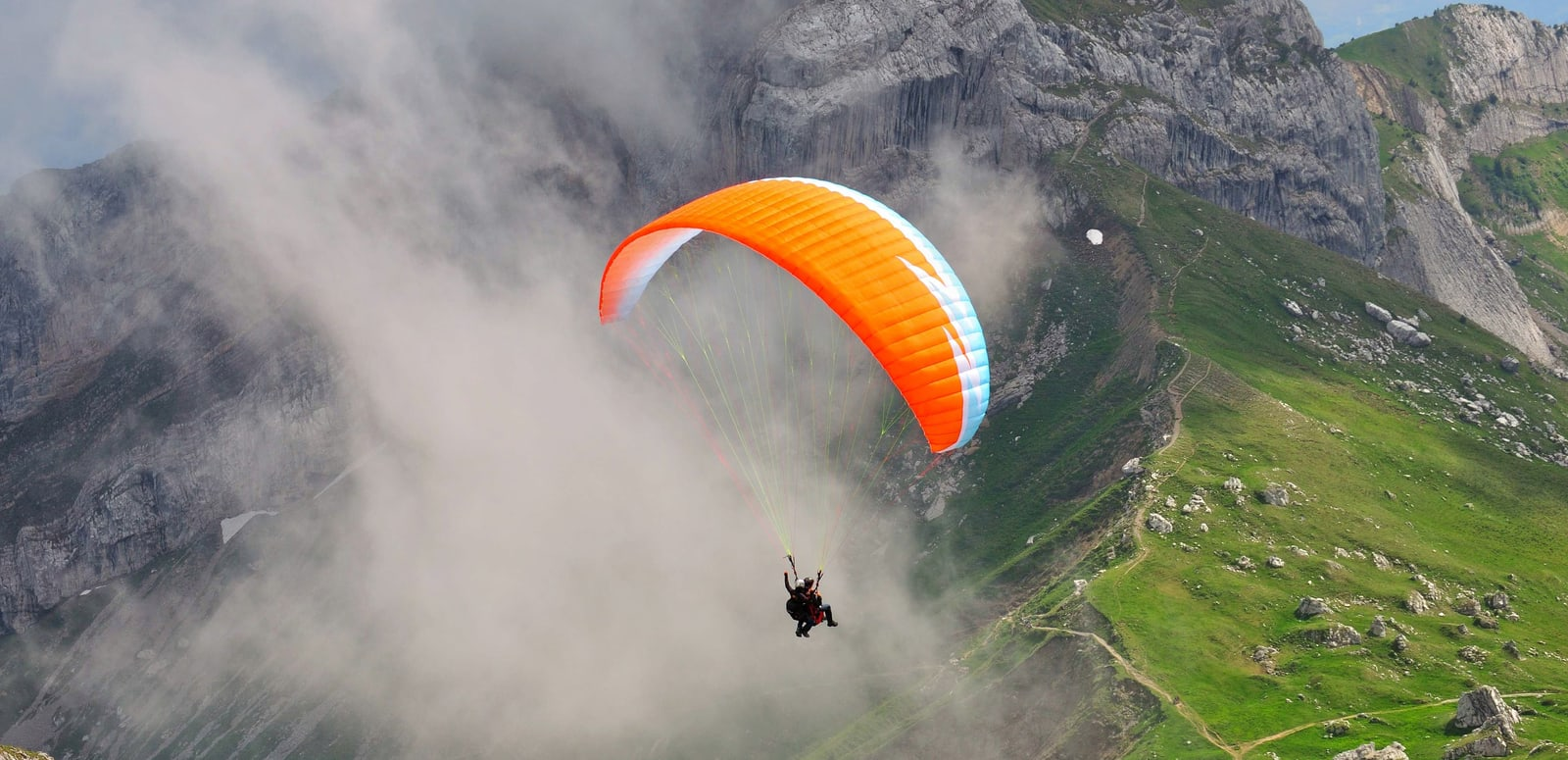 1571484588_paragliding-in-india_1438933021_5fijfm.jpg