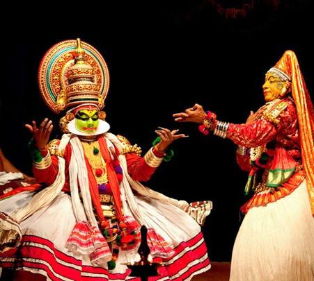 Enjoy Kathakali in Munnar