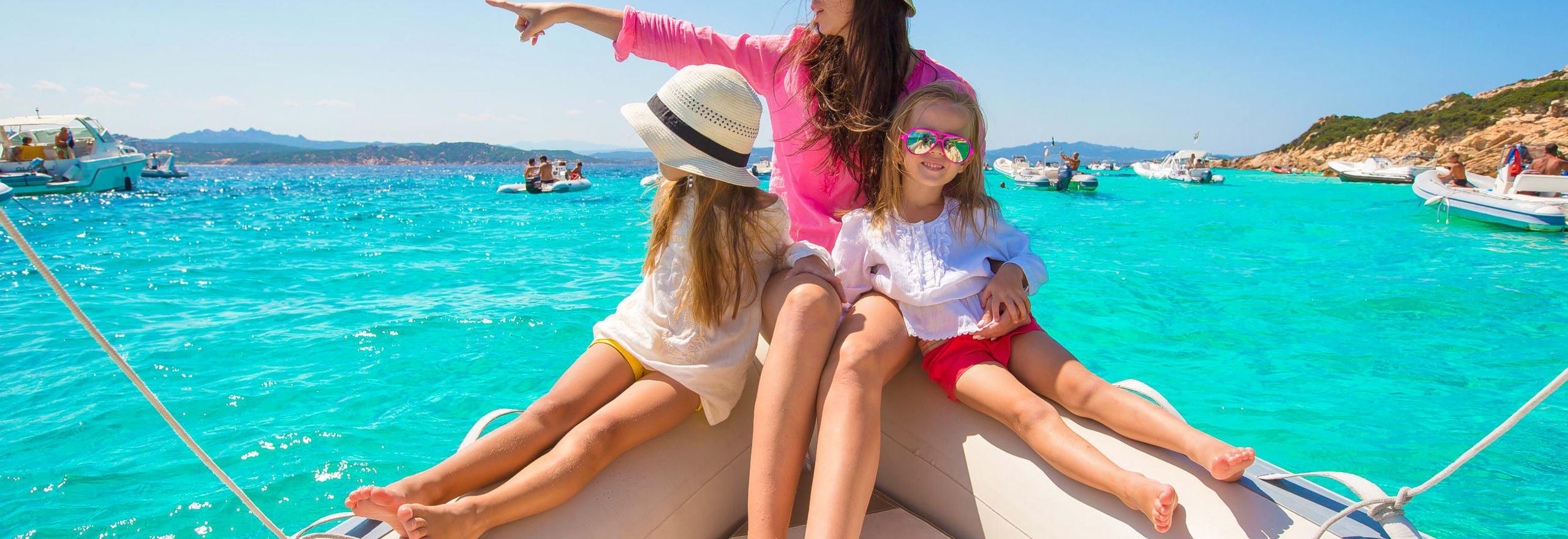 1468935383_family_sailing_in_greek_islands.jpg
