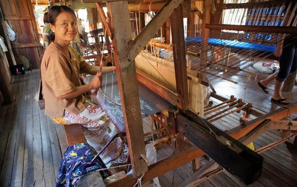 1462446622_weaving_silk_cloth_along_inle_lake.jpg