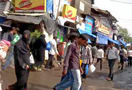 Walk_through_mumbai_slum_44.jpg