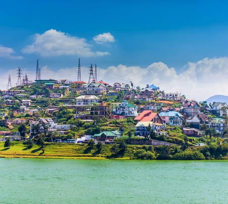 Explore Countryside of Nuwara Eliya by Tuk-tuk