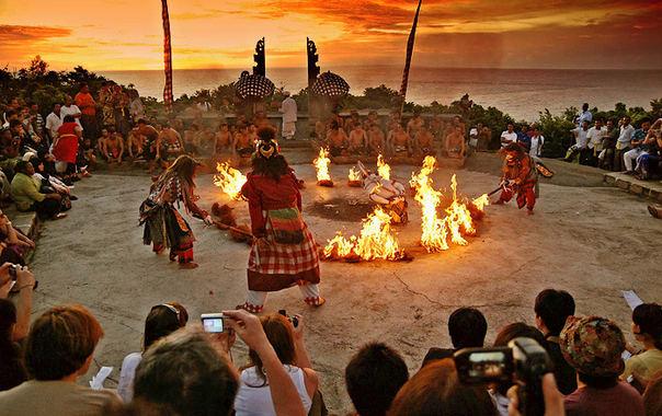 1470909118_hanoman_kecak_dance_uluwatu_sunset.jpg