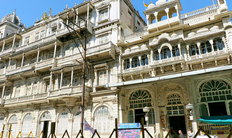 you might have visited several temples which have got the fame for their detailed architecture but the city of indore has a temple which stands apart with