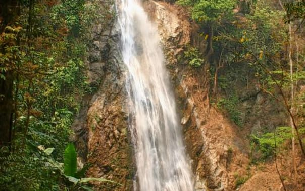Khun_korn_waterfall._chiang_rai_province.jpg