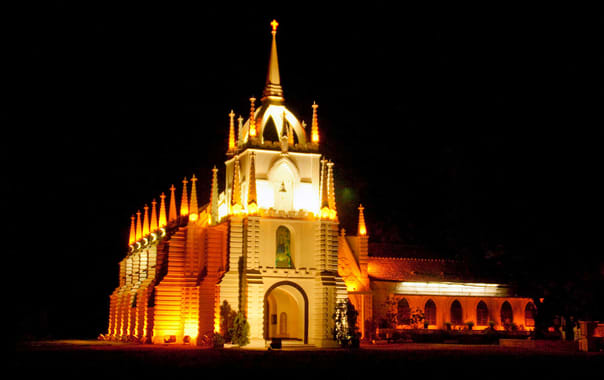Mae-de-deus-church-at-night-saligaon.jpg