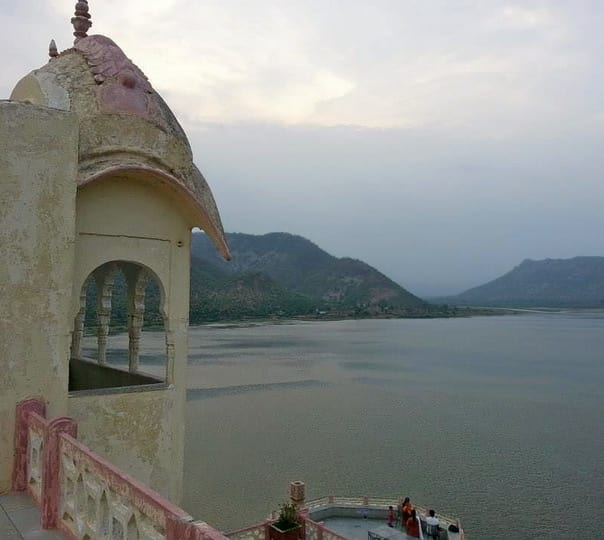 Renting Pontoon in Alwar
