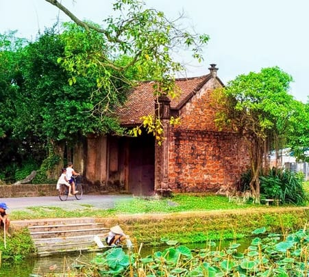 Tour of the Ancient Village of Duong Lam in Vietnam