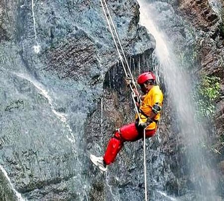 Thrilling Activity Rappelling in Munnar
