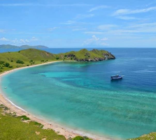 Komodo Island Expedition in Indonesia For 7 Days