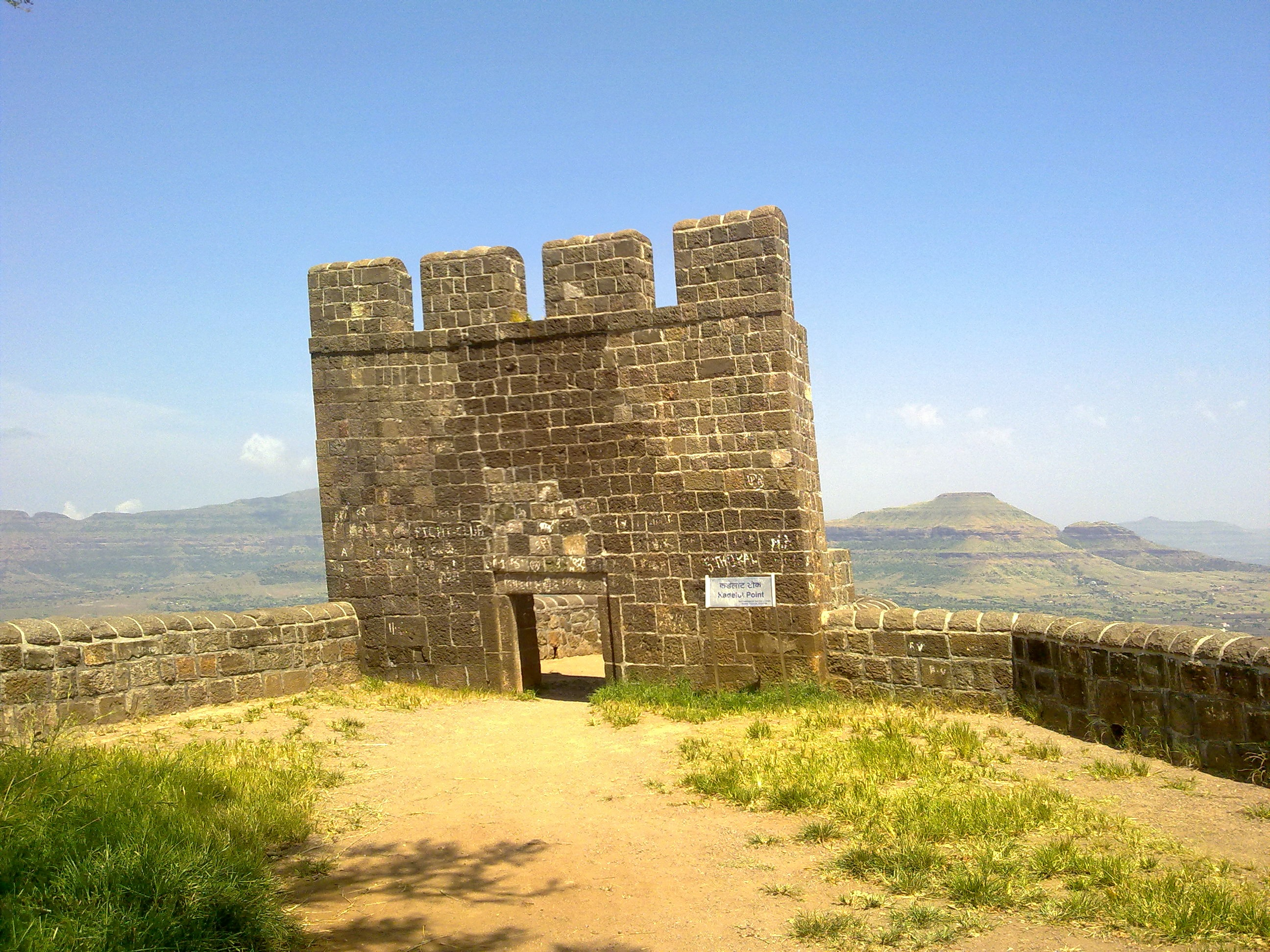 Trupti_sarode_2_kadelot_point_at_shivneri_fort.jpg