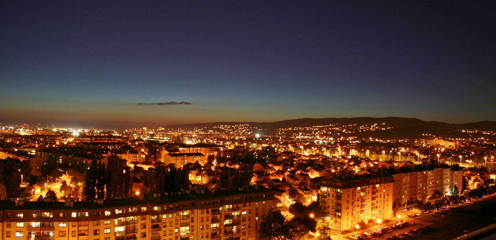 1492082985_night-cityscape-in-zagreb-croatia.jpg
