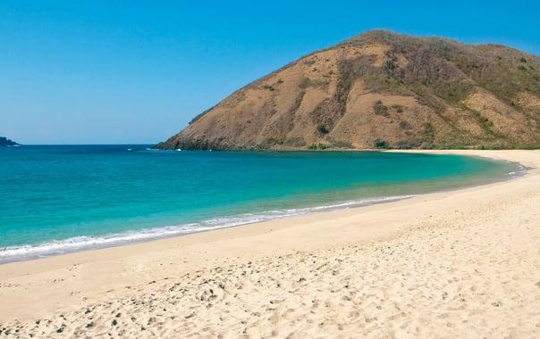 Lombok_beaches-mawun-02.jpg
