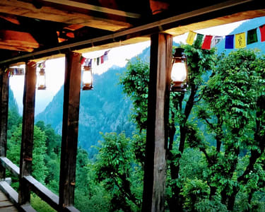 Scenic Cottage Stay with Trekking in Kasol