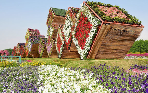 1280px-exhibit_at_miracle_garden_in_dubai_united_arab_emirates.jpg