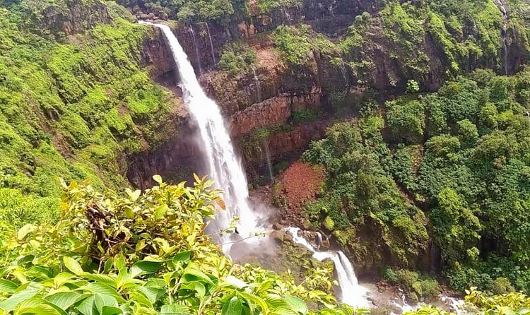 information about waterfall in hindi
