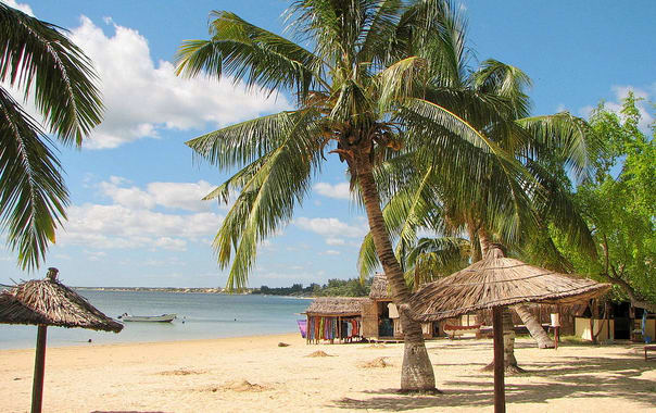 1463045162_1024px-ifaty_beach_madagascar.jpg