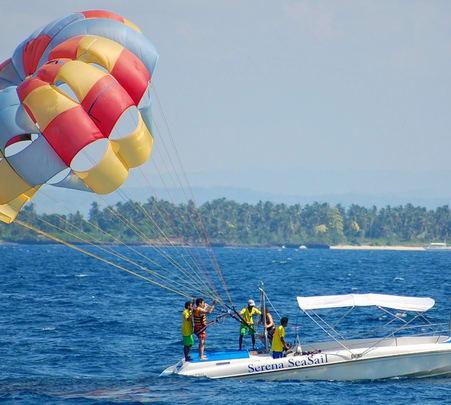 Parasailing in Tanjung Benua