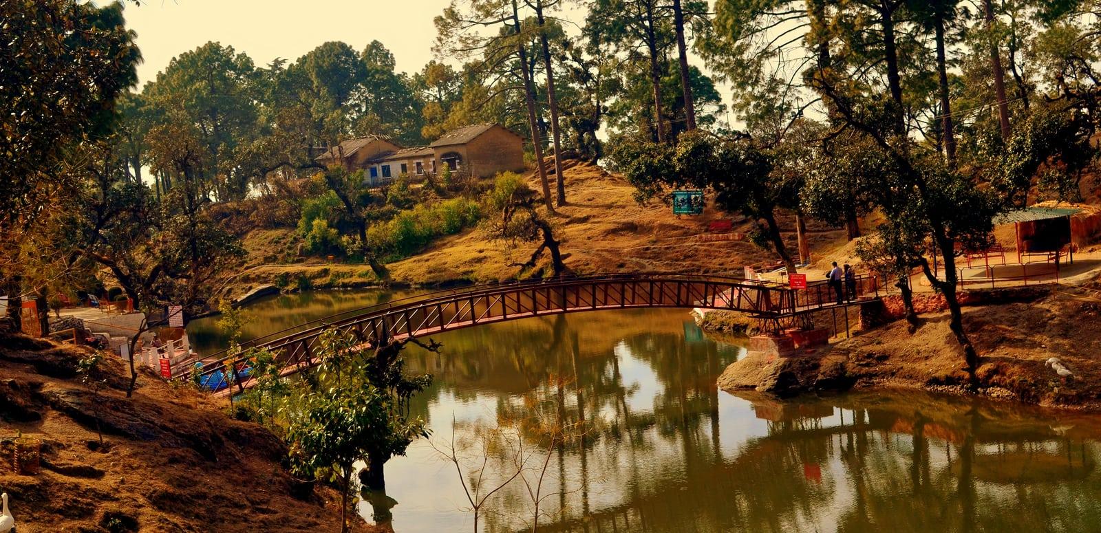 1492603621_bhulla_tal_lake_in_lansdowne_town_of_uttarakhand__india.jpg