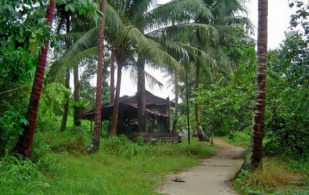 1463742728_house_near_the_northern_coast_of_pulau_ubin__singapore_-_20050803.jpg