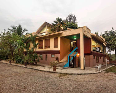Stay in Farm Courtyard in Gholvad, Maharashtra
