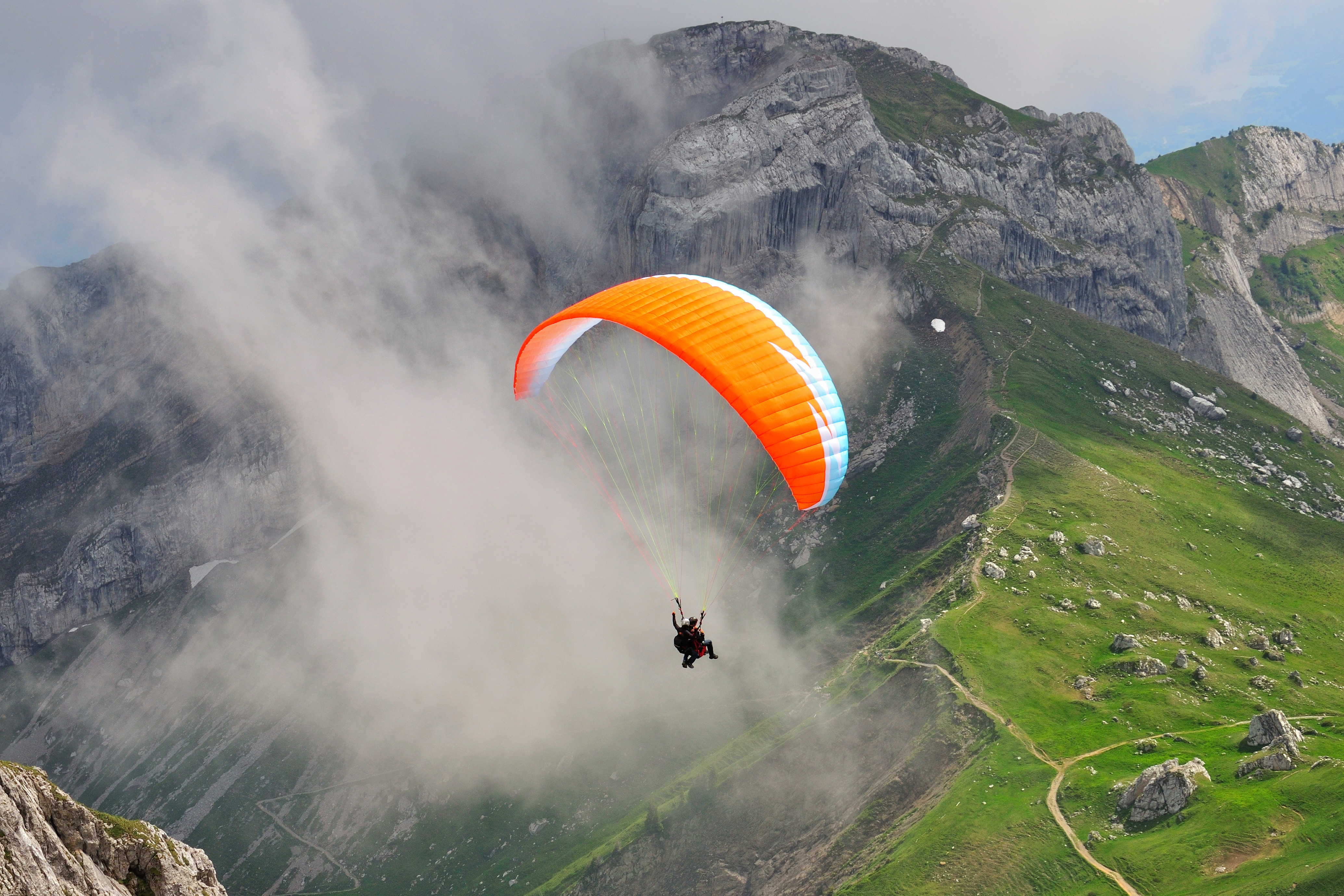 1513339298_1512562117_paragliding-in-india_1438933021.jpg