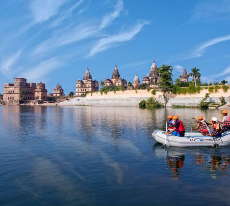 Rafting at River Betwa in Orchha