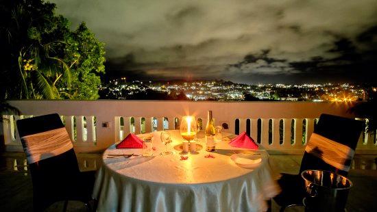 1560249132_candle-light-dinner.jpg