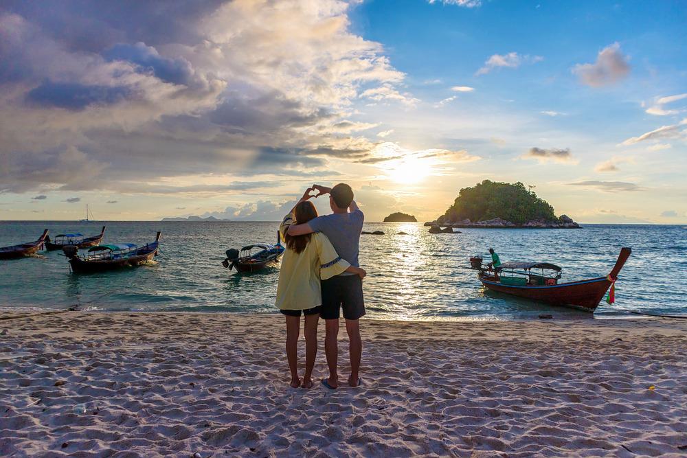 1537344309_romantic_couple_on_andaman.jpg