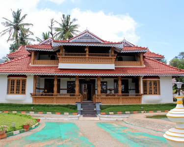 Antique Wooden Homestay in Coorg - Flat 21% off