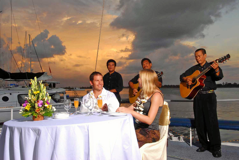 1547521195_dinner_cruise.jpg