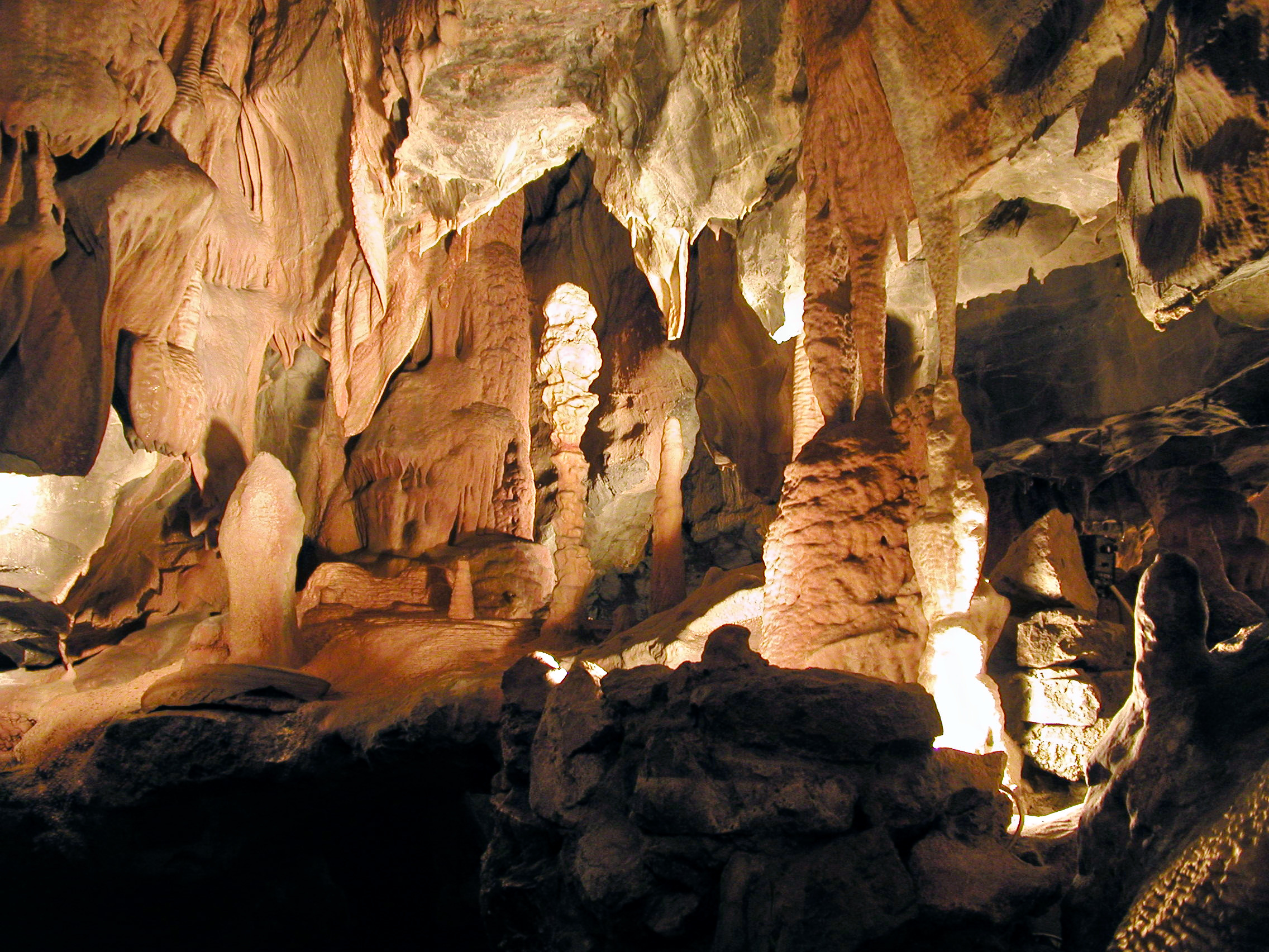 1532006809_meghalaya-tours-limestone-caves.jpg
